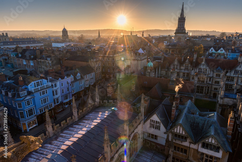 Foto  Oxford city aerial view during sunset