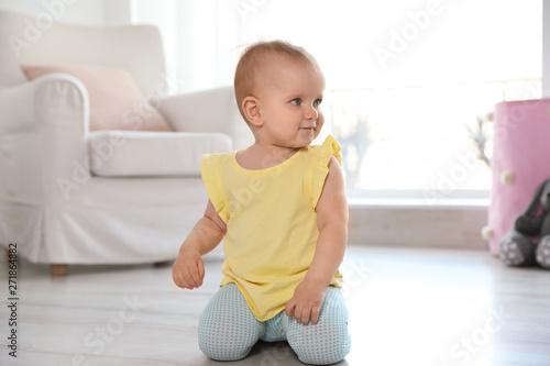 Fototapeta Cute baby girl on floor in room obraz