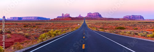 Poster Lichtroze Scenic view of Monument Valley in Utah at twilight, USA.