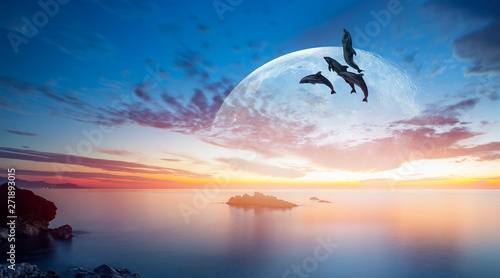 Photo sur Toile Dauphin Silhoutte of beautiful dolphin jumping up from the sea at sunset with super moon