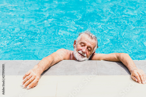 old man athlete exhausted from swimming on a hot day summer season Canvas-taulu