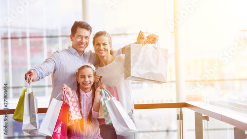 In de dag Eigen foto Family with daughter and shopping bags while shopping