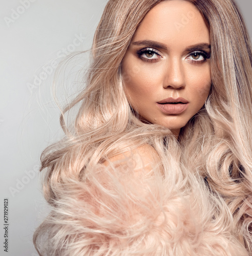Fotomural Ombre blond hairstyle