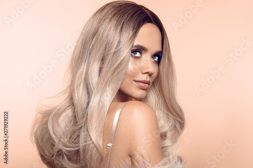 Fényképezés Ombre blond hairstyle