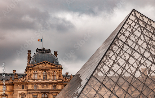 Fotografie, Obraz  Pirâmide de vidro do Louvre