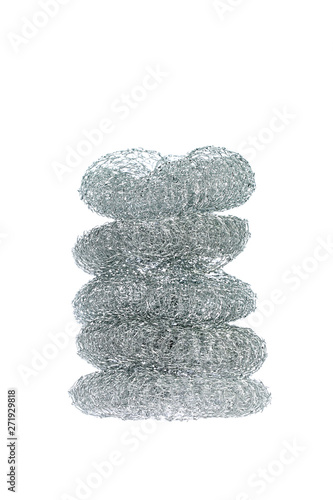 Fotomural  Pile of five dishwashing stainless steel wire brushes isolated on white backgrou