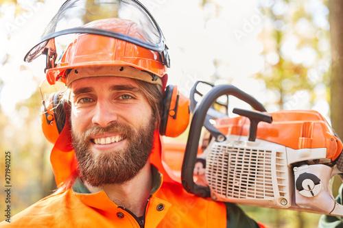 Fotografie, Obraz  Lächelnder Mann als zufriedener Holzfäller