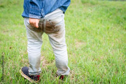Valokuva  泥だらけになった子供のお尻