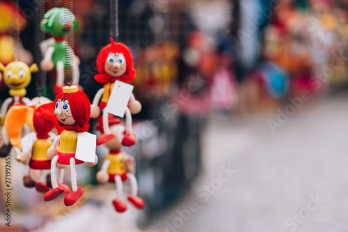 Photographie wooden toy dolls in the gift shop