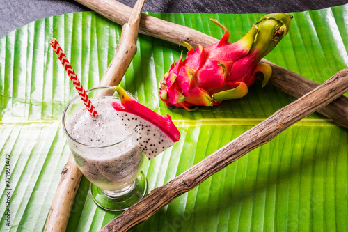トロピカルスムージー Delicious tropical fruit smoothie drink