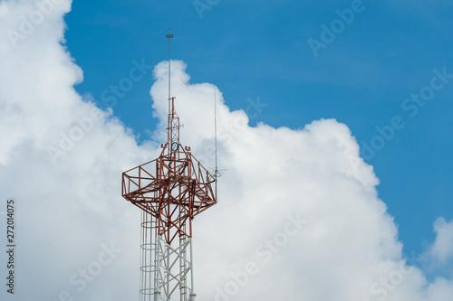 Foto Detalle parte superior de antena de comunicaciones.