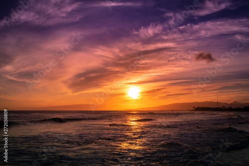 Foto op Aluminium Zee zonsondergang Honolulu, Oahu, Hawaii Spectacular Sunset Sunrise