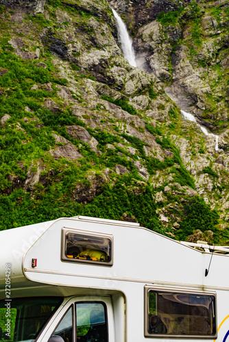 Photo Camper car alcove in mountains