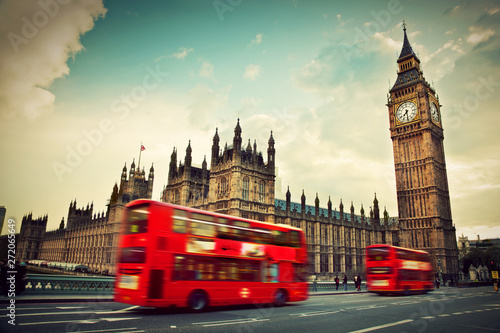 Türaufkleber London roten bus London, the UK. Red bus in motion and Big Ben, the Palace of Westminster. The icons of England in vintage, retro style