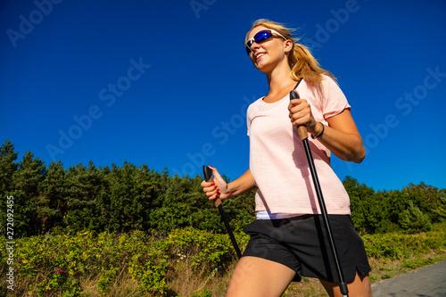 Foto auf Leinwand Texturen Nordic walking - young woman training