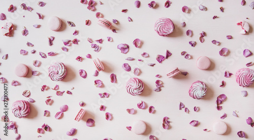 Foto auf AluDibond Macarons Flat-lay of sweet pink macaron cookies, lilac marshmallows and rose petals over pastel pink background, top view. Food texture, background and wallpaper
