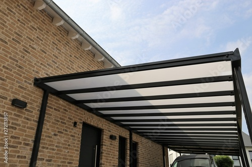 Hochwertige Hofüberdachung aus Edelstahl und Glas Canvas
