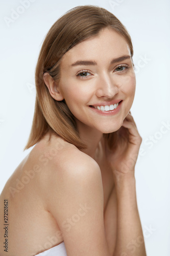 obraz lub plakat Beauty. Woman model with fresh skin and white smile portrait