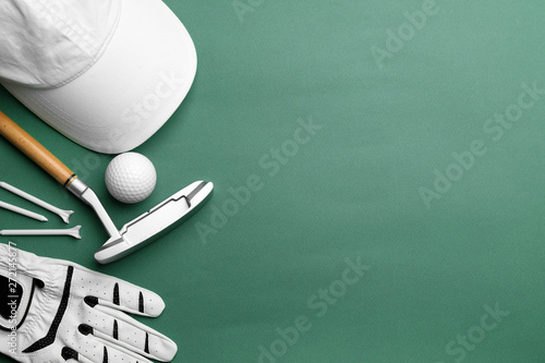 Set of golf equipment on color background, flat lay Fototapet
