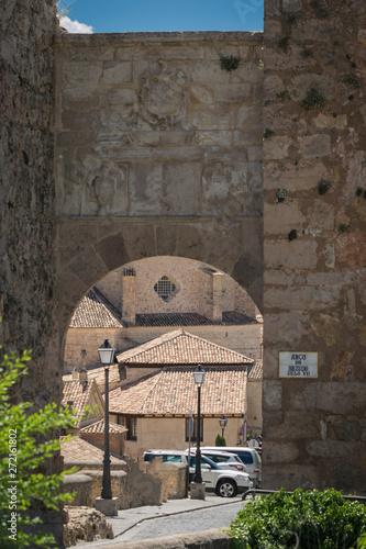 Fotografie, Obraz  Arco de Bezudo (Antiguo castillo de Cuenca)