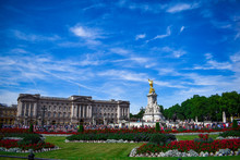 Buckingham Palace With Monument