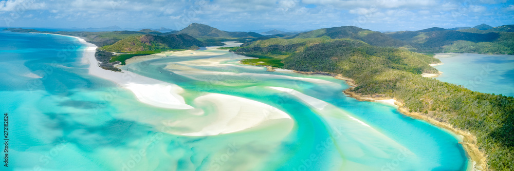 Fototapeta Hill Inlet at Whitehaven Beach on Whitesunday Island, Queensland, Australia