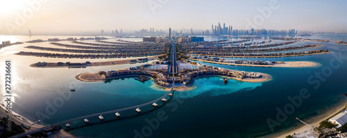 Photo The Palm island panorama with Dubai marina in the background aerial
