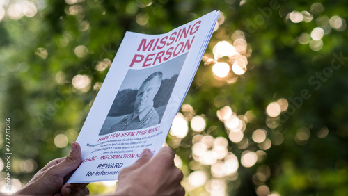 Fotografie, Tablou  Man holding a flyer with the announcement of the missing man