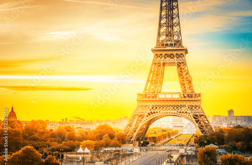 Photo sur Toile Jaune eiffel tour and from Trocadero, Paris