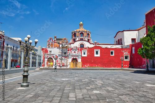 Obraz Puebla, Mexico-April 14, 2018: Santo Domingo Temple and Capilla del Rosario Church close to Zocalo historic city center - fototapety do salonu