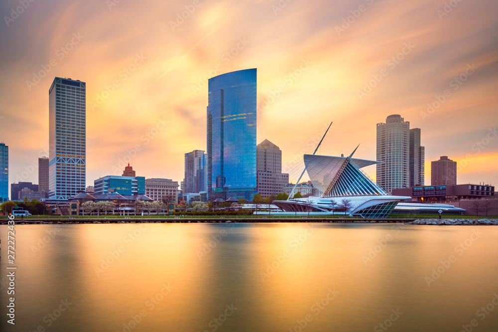 Fototapety, obrazy: Milwaukee, Wisconsin, USA downtown city skyline on Lake Michigan