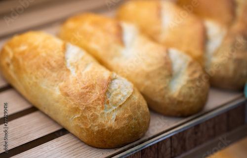 Fotografia, Obraz Fresh baked bread in supermarket