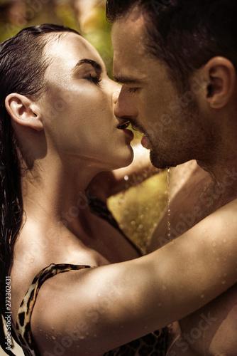 Foto auf Acrylglas Artist KB Romantic couple kissing in the rainforest