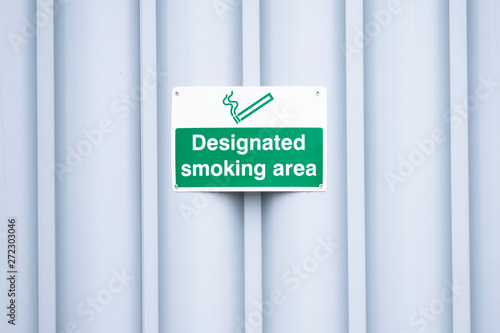 Designated smoking area sign outdoors at work place Fototapeta