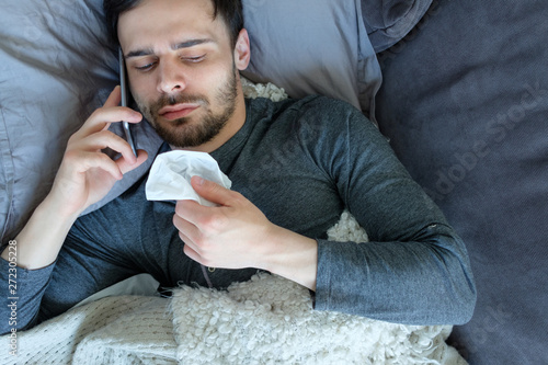 Stampa su Tela Sick man calling by phone
