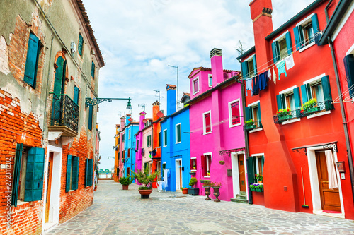 Poster de jardin Europe Méditérranéenne Colorful architecture in Burano island, Venice, Italy. Famous travel destination