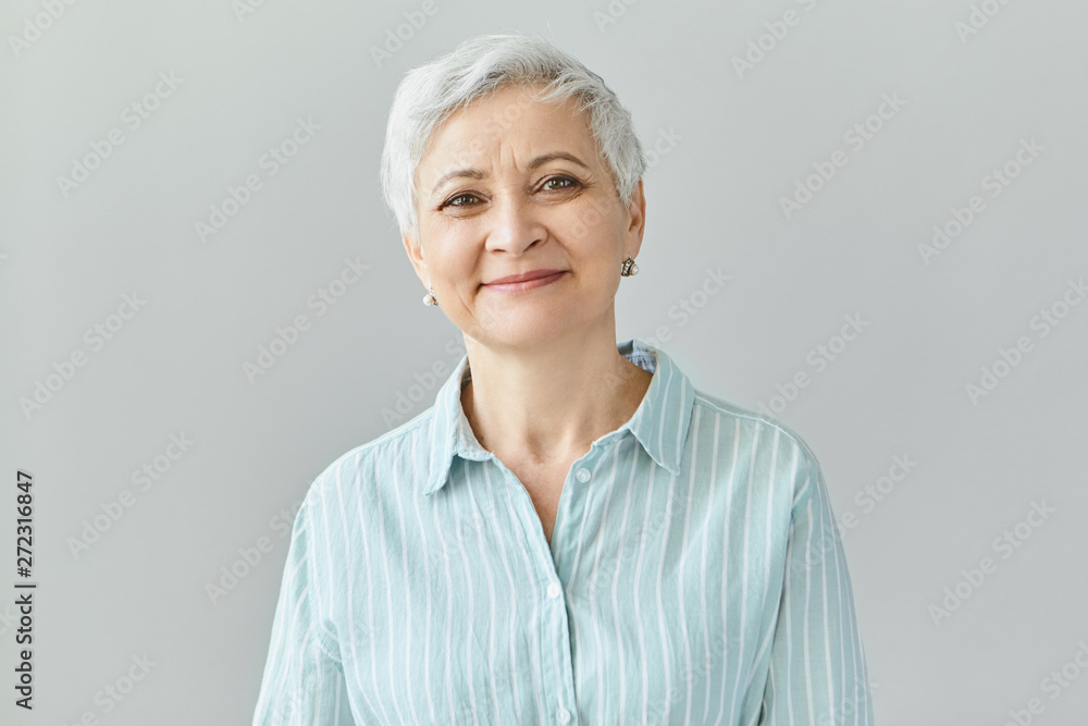 Fototapety, obrazy: Positive human reactions, feelings and emotions. Charming elegant middle aged sixty year old female with short gray hair looking at camera with pleased smile, her eyes full of happiness and joy