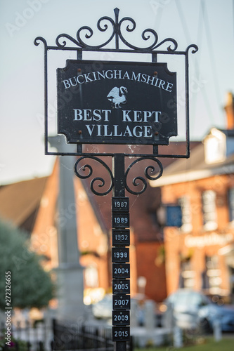 Fotografía  Sign announcing the years in which Marlow in Buckinhamshire has won the 'Best ke