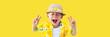 Leinwanddruck Bild - Child in yellow hawaiian shirt and straw hat shouts