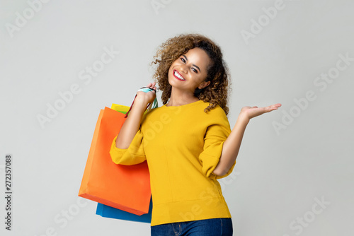 Photo sur Toile Les Textures Young African American woman holding colorful shopping bags