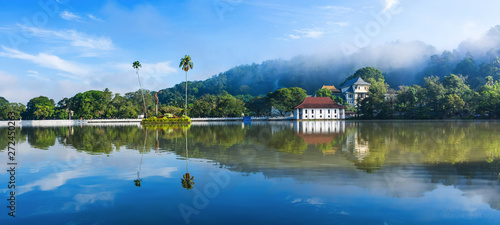 Fotografía Sri Dalada Maligawa or the Temple of the Sacred Tooth Relic is a Buddhist temple in the city of Kandy, Sri Lanka