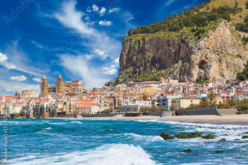 Foto auf Leinwand Palermo Beautiful Cefalu, resort town on Tyrrhenian coast of Sicily, Italy
