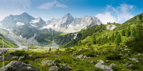 Deurstickers Natuur Panoramabild einer Berglandschaft in den österreichischen Alpen