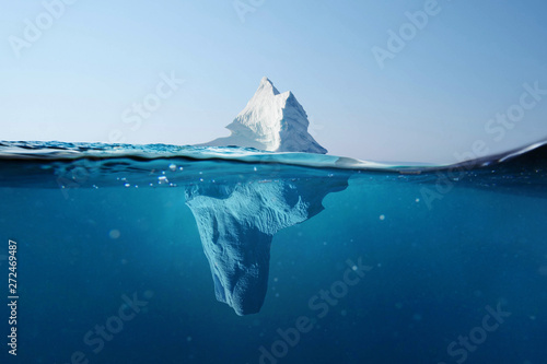 Photo  Iceberg in the ocean