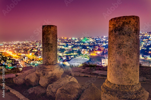 plakat View of the Roman Theater and the city of Amman, Jordan