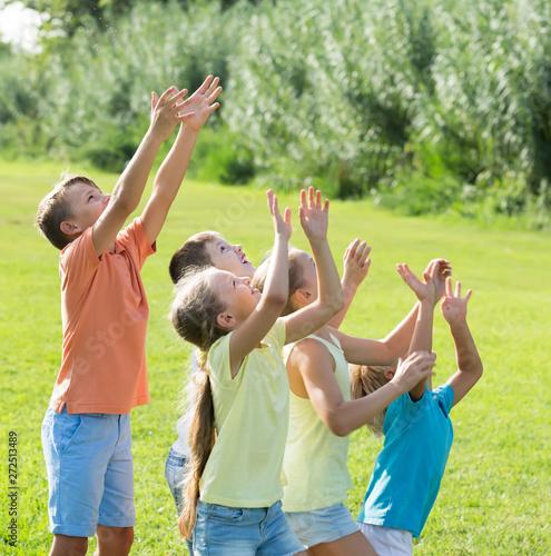 Poster Eigen foto smiling kids jumping together in park on summer