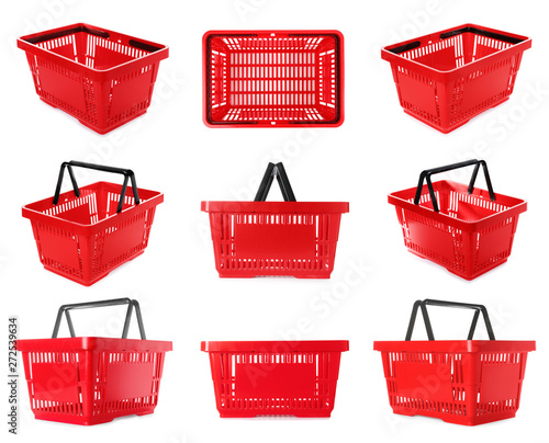 Fototapeta Set of plastic shopping baskets on white background obraz