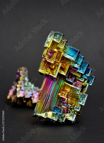 Fotografia  Bismuth crystals on a dark background