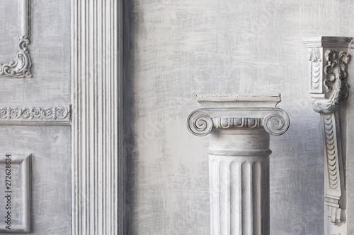 Foto Stone column on light gray background