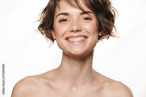Photo  Beauty portrait of an attractive young shirtless brunette girl